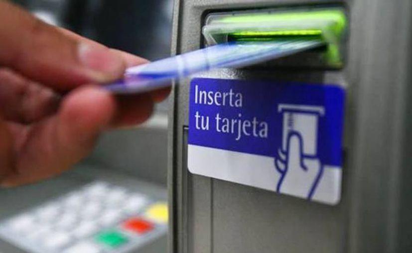 Uno de los problemas a los que se enfrentan las personas a la hora de retirar dinero de los cajeros automáticos es cuando estos te ofrecen la contratación de un crédito. (Archivo/SIPSE)