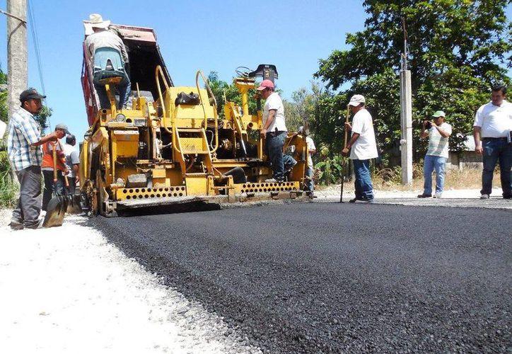 La pavimentación tiene un programa de mantenimiento incluido, para evitar que se deterioren las calles y avenidas al caer las lluvias. (Redacción/SIPSE)