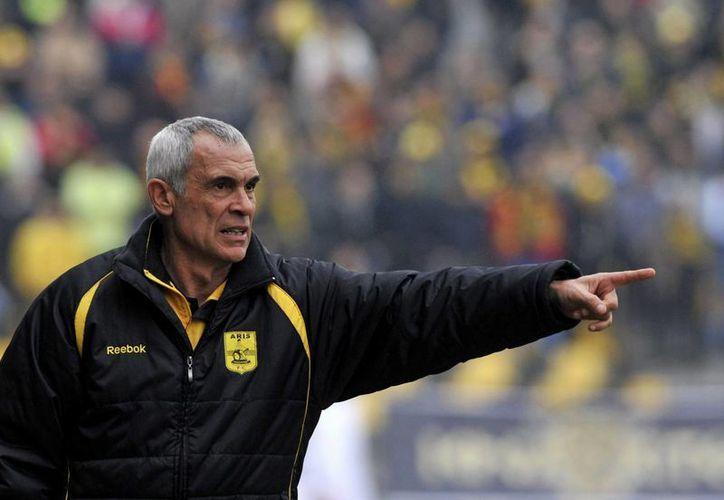 Héctor Cúper, dos veces finalistas de la UEFA Champions League, es ahora entrenador de la Selección de Egipto. (Foto de archivo de AP)