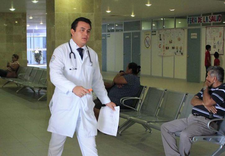 La Secretaría Estatal de Salud tiene un padrón de mil 300 médicos generales y de especialidades. (Harold Alcocer/SIPSE)