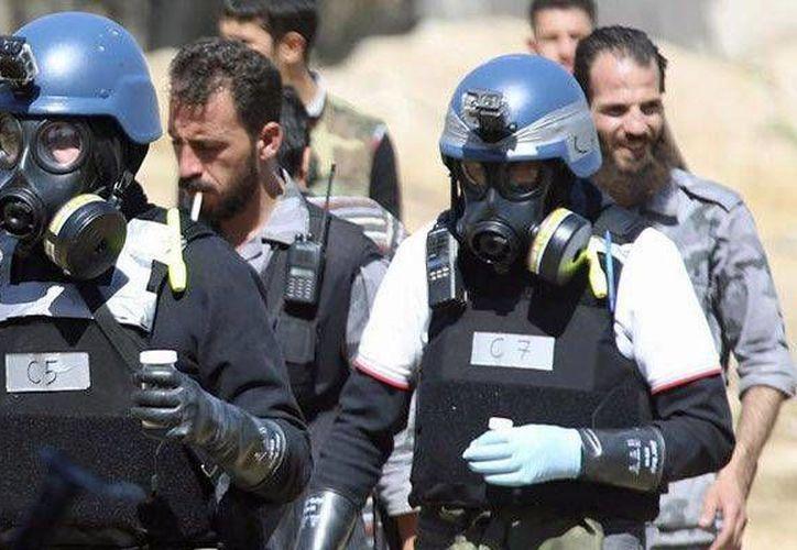 Expertos de la ONU durante la recolección de pruebas de armamento químico en Siria.  (Archivo/Reuters)