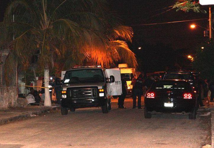 La noche del jueves, un enfrentamiento entre policías y supuestos ladrones dejaron como saldo un muerto. (SIPSE)