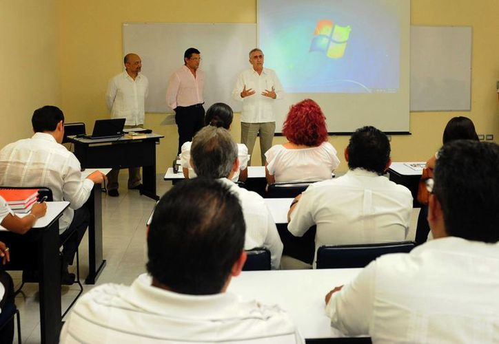 La AAFY busca profesionalizar a sus empleados para eficientar la prestación de los servicios que ofrece. (Cortesía)