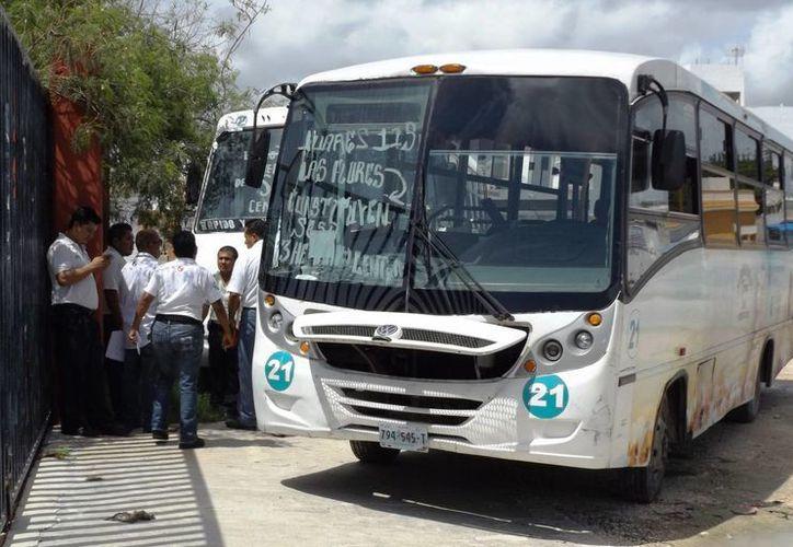 """El secretario de la comuna adelantó que se contempla la posibilidad de establecer un sistema de """"prepago"""" para autobuses urbanos.  (Daniel Pacheco/SIPSE)"""