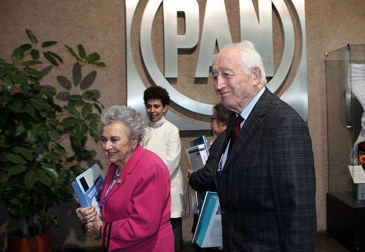 Luis Héctor Álvarez murió a los 96 años de edad. Aquí le acompaña su esposa Blanca, fallecida en octubre de 2015. (Proceso)