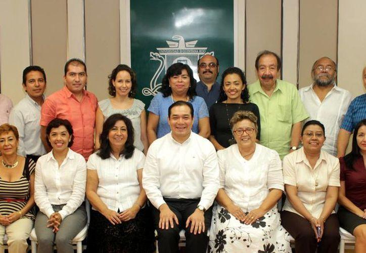 A partir de enero de 2016 entrarán en vigor los nombramientos de 17 profesores investigadores de la Universidad de Quintana Roo. (Ángel Castilla/SIPSE)