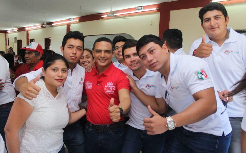 Raymundo King de la Rosa se comprometió a retomar la iniciativa presentada durante su gestión en la XV Legislatura del Congreso local. (Redacción/SIPSE)