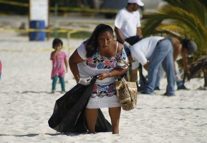 En las actividades de limpieza participaron alrededor de 300 personas. (Octavio Martínez/SIPSE)