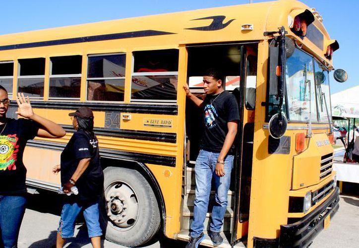La Sintra y gente del sindicato de taxistas tuvieron una reunión para regular el transporte de Belice. (Foto: Redacción / SIPSE)
