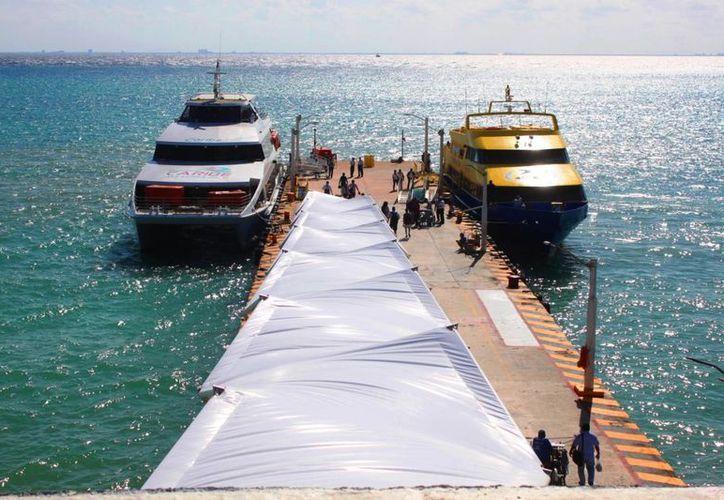 La Capitanía de Puerto de Playa del Carmen suspedió horarios de ferrys a Cozumel, por el fuerte oleaje. (Daniel Pacheco/SIPSE)