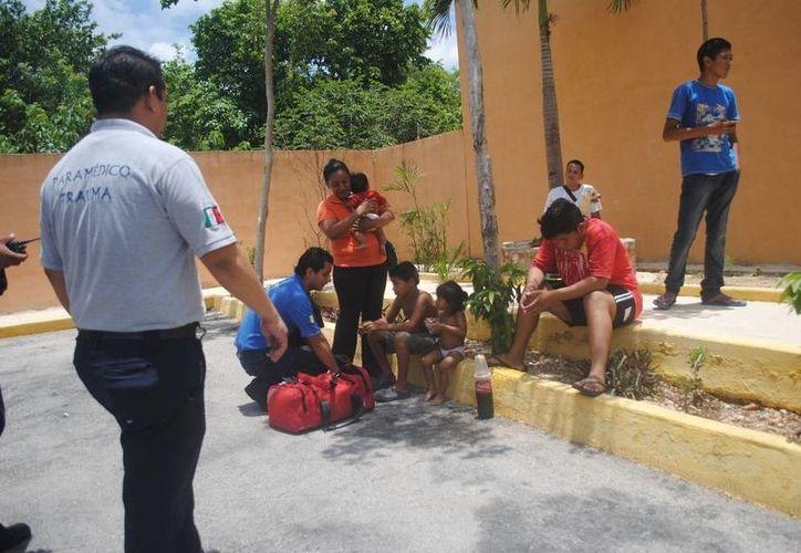 Pese al humo y algunos golpes en el cuerpo, el joven Francisco Javier N, de 18 años, no dudó en rescatar a sus vecinos. (Redacción/SIPSE)