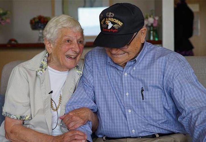 Norwood Thomas y Joyce Morris se dejaron de ver cuando tenían 18 y 23 años de edad. Hoy vuelven a estar juntos, 70 años después en el Día del Amor. (rt.com)
