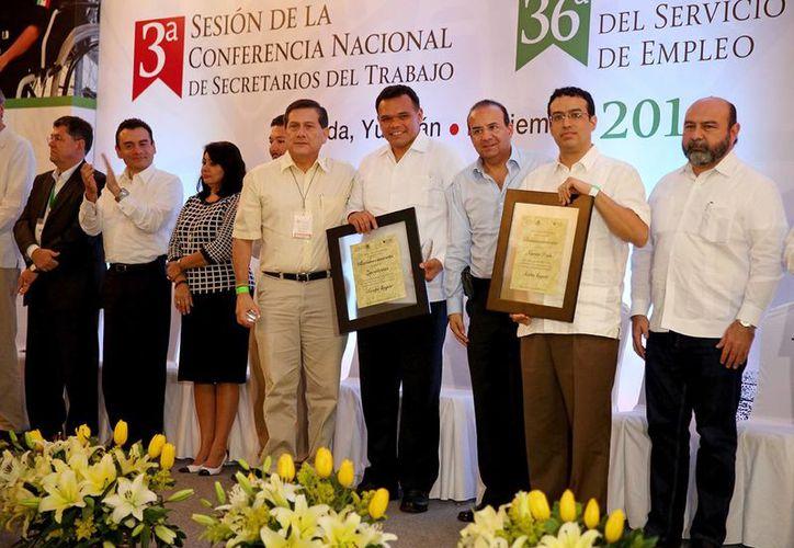 El gobernador Rolando Zapata Bello en una de las actividades que realizó el jueves. (SIPSE)