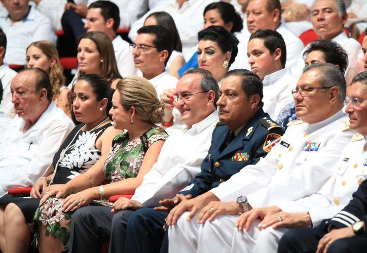 El recinto del Congreso del Estado recibió a invitados especiales para presenciar la entrega del Segundo Informe de Carlos Joaquín González. (Redacción/SIPSE)