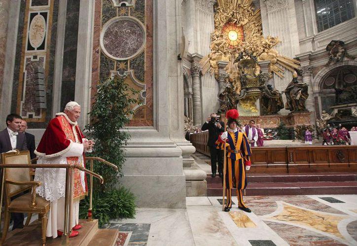La originalidad del pesebre sorprendió al Papa. (EFE)