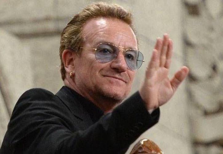 El vocalista de U2, Bono, lanzará este martes su campaña para recaudar fondos a favor de su organización RED, esto en el marco del Día Mundial contra el Sida. (Archivo AP)