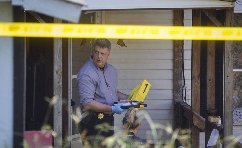 Un joven de 17 años fue contratado por una mujer para ultimar al marido de ésta, pero mató a otra persona. Esto ocurrió en Carolina del Sur, EU. (AP)