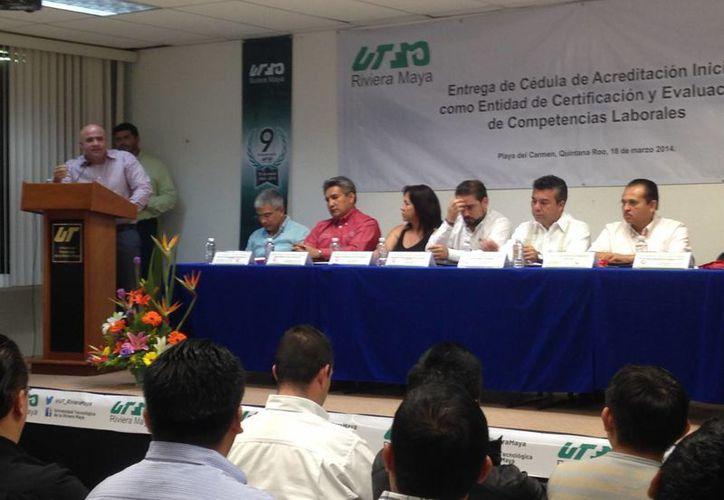 La certificación fue entregada a la institución en sus instalaciones. (Luis Ballesteros/SIPSE)