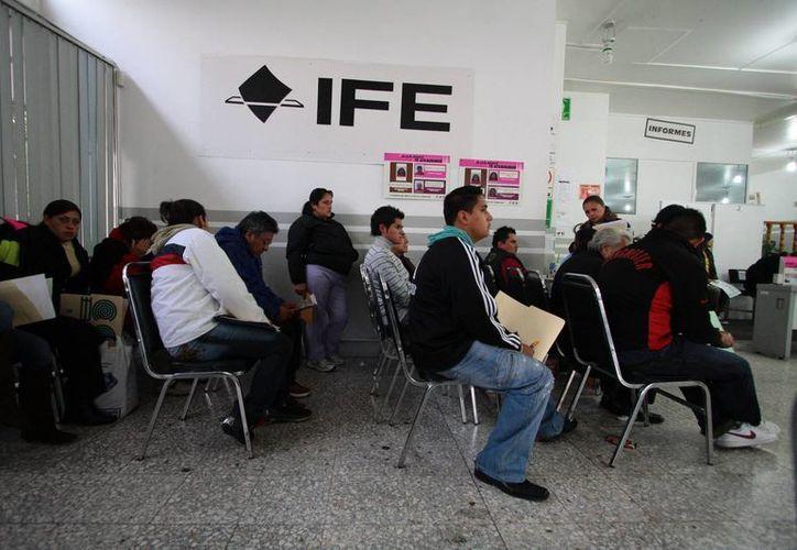 Se recomienda a los ciudadanos realizar sus trámites con tiempo, las oficinas del INE están abiertos de 8:00 a 20:000 horas. (Milenio Novedades)
