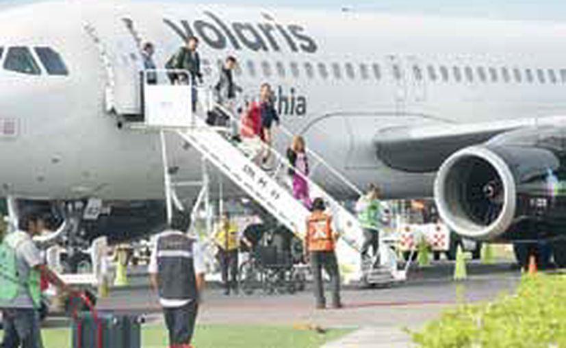 El principal objetivo es no exponer a los viajeros a peligros en despegue, aterrizaje o en el aire. (Enrique Mena/SIPSE)