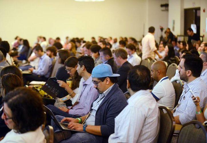 Los asistentes al foro analizan opciones para dar soluciones a problemas en América Latina. (Milenio Novedades)
