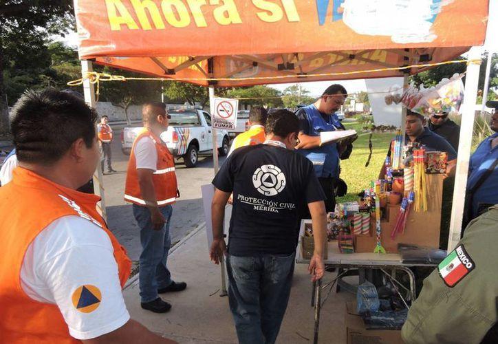 El pasado mes de diciembre, Protección Civil Municipal realizó un operativo, en conjunto con otras autoridades, para verificación de permisos en venta de pirotecnia. (Facebook Protección Civil Yucatán)