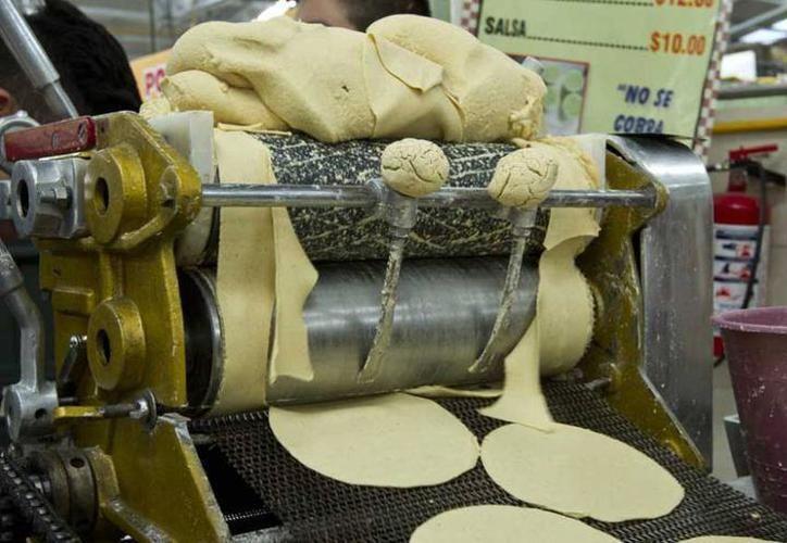 Profeco castiga a tortillerías que se 'pasan de vivas' con sus clientes. (Mielnio Novedades)