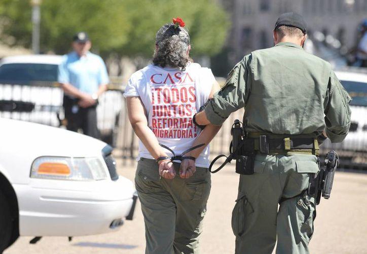 Los inmigrantes solo podrán ser detenidos por un crimen mayor y bajo la orden explícita de un juez. (Archivo/Notimex)