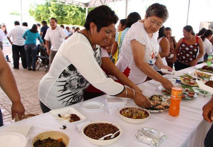 Muestra gastronómica que fue deleitada por los asistentes. (Raúl Balam/SIPSE)