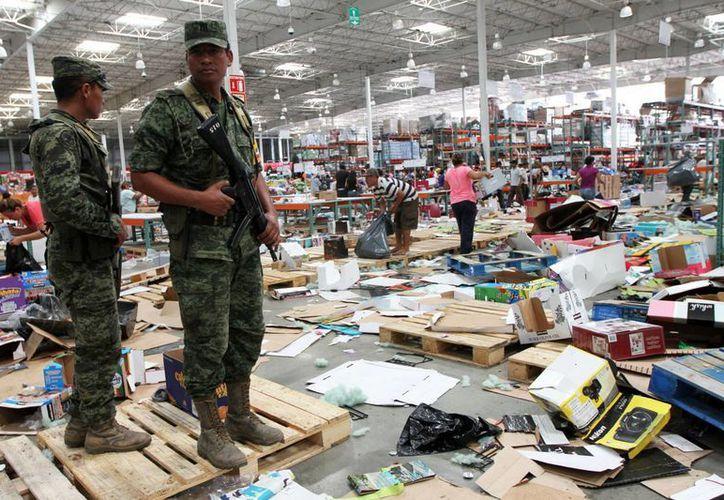 Por saqueos han sido detenidas 12 personas en La Paz y siete en Los Cabos, Baja California Sur, tras el paso del huracán Odile. (Notimex)