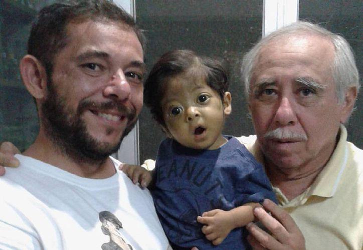 El niño Franz Emmanuel requiere un trasplante de hígado. Su familia está recaudando donativos: tiene que juntar dos millones de pesos para salvarle la vida. (Facebook)