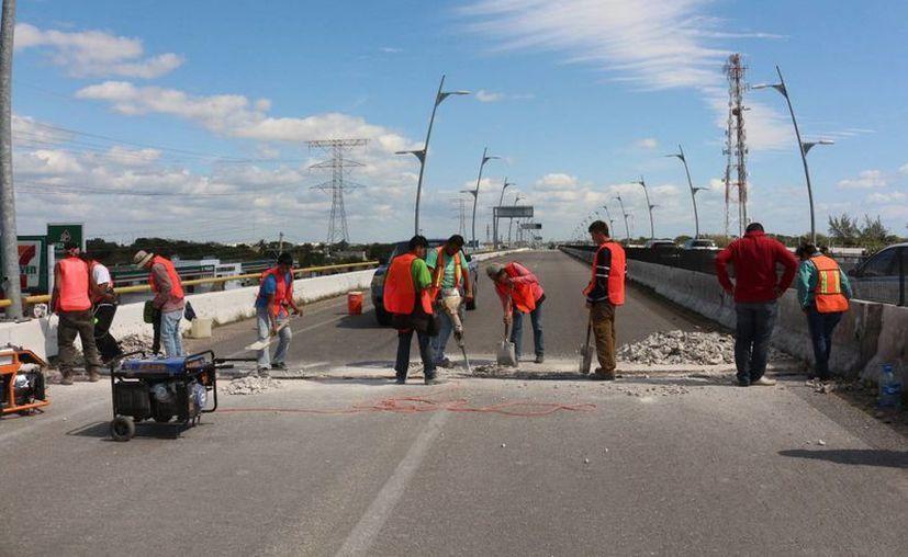 La reparación de los puentes de Playa del Carmen comenzó el viernes. (Adrián Barreto/SIPSE)