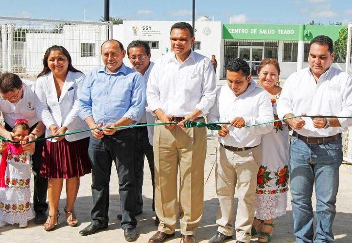El gobernador Rolando Zapata inauguró ayer un Centro de Salud en Teabo para atender a cerca de 12 mil habitantes de la comunidad y poblaciones cercanas. (Cortesía)