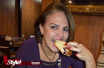 Desayunando con la tradicional Rosca de Reyes