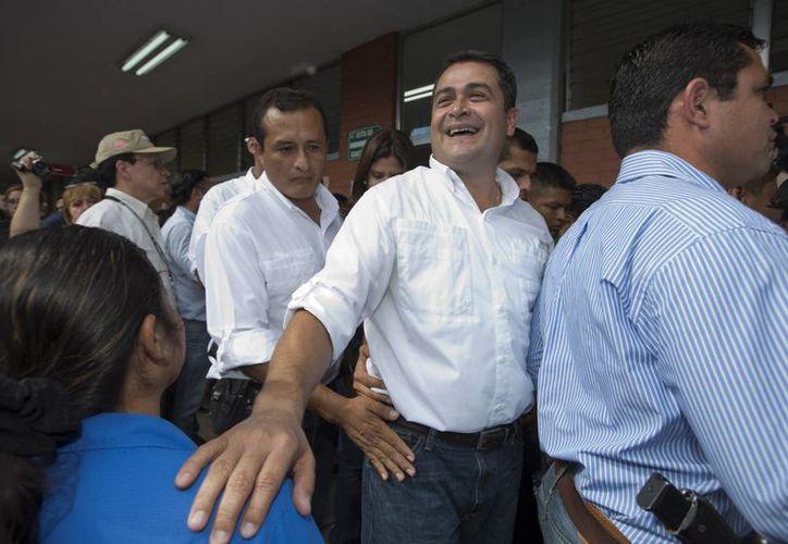 El presidente hondureño Juan Orlando Hernández reconoció que su campaña fue patrocinada por empresarios implicados en la corrupción en la seguridad social del país, aunque dijo no estar involucrado en el caso. (AP)