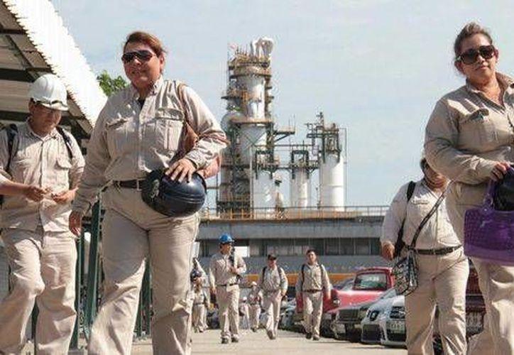 Pemex y el sindicato petrolero llegaron a un acuerdo que beneficiará a los trabajadores de la empresa productiva del Estado mexicano. (Milenio)