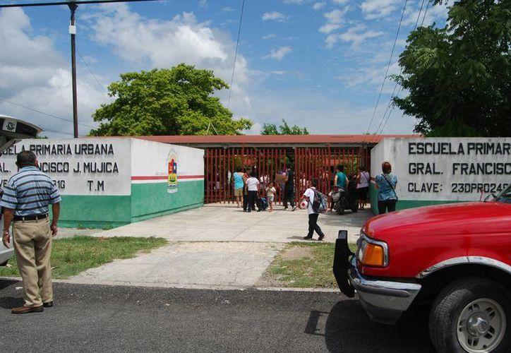 El sujeto golpeó y amenazó de muerte al menor, acusándolo de hacer bullying a su hijo. (Ángel Castilla/SIPSE)