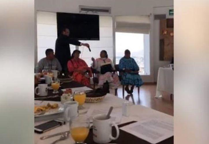 Los rarámuris fueron a exponer sus denuncias, mientras los diputados comían. (Foto: La Silla Rota)