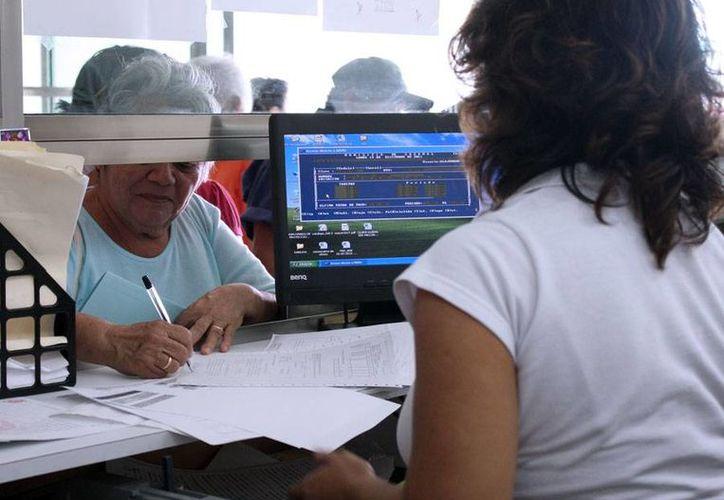 Los trabajadores del Ayuntamiento brindan una adecuada atención a la ciudadanía. (Cortesía/SIPSE)