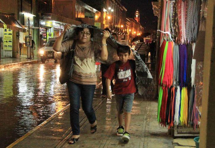 El viernes, una baja presión ocasionó lluvias en Mérida. (José Acosta/SIPSE)