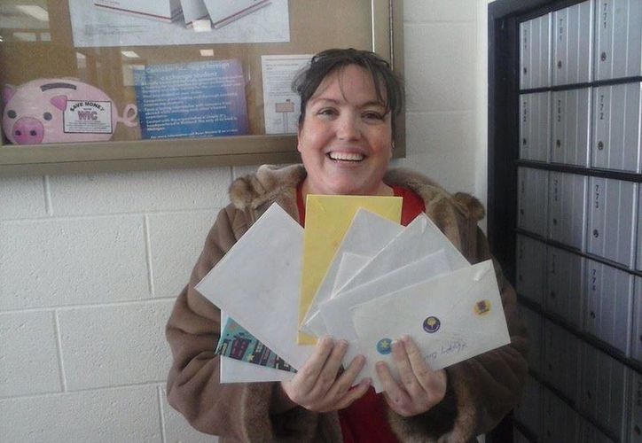 Mucha gente ha enviado cartas y regalos al pequeño Colin. (Facebook.com/Coliniseleven)