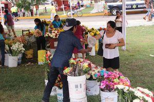 Yucatecos celebran el Día de Muertos en Xoclán