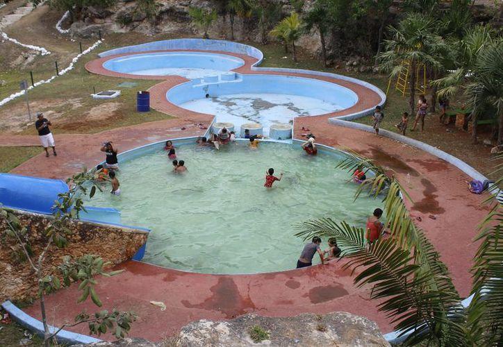 Las piscinas públicas están a disposición de los meridanos en estos días de asuento. (Milenio Novedades)
