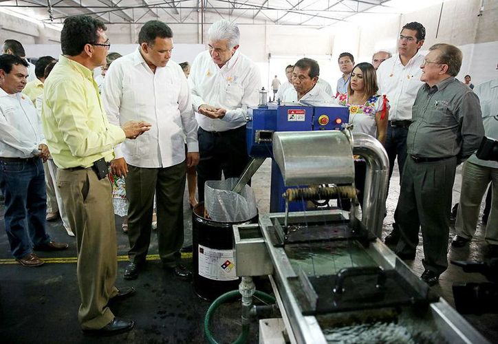 El director de la empresa ofreció algunas explicaciones al gobernador de Yucatán, Rolando Zapata Bello. (Milenio Novedades)
