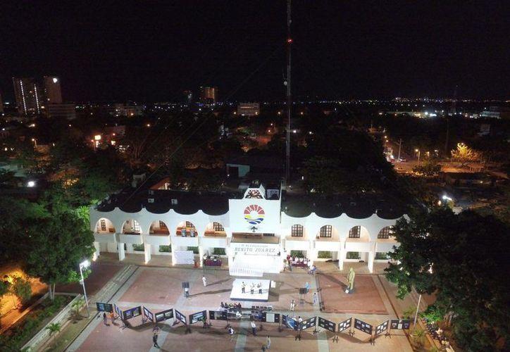 Habrá una exposición fotográfica de la historia de Cancún frente al Ayuntamiento. (Israel Leal/SIPSE)