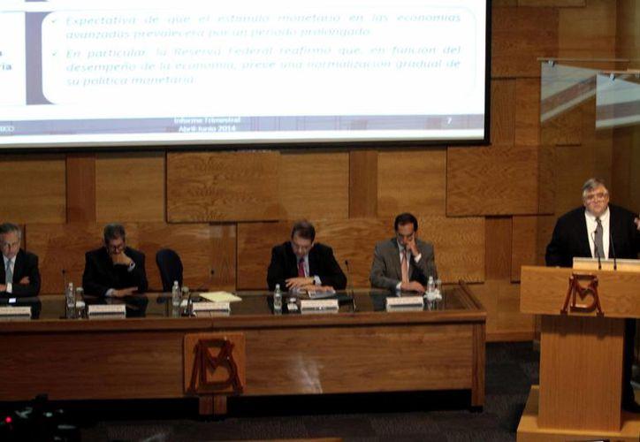 Autoridades de Banxico encabezadas por Agustín Carstens durante la presentación de un informe trimestral. (Foto de archivo de Notimex)