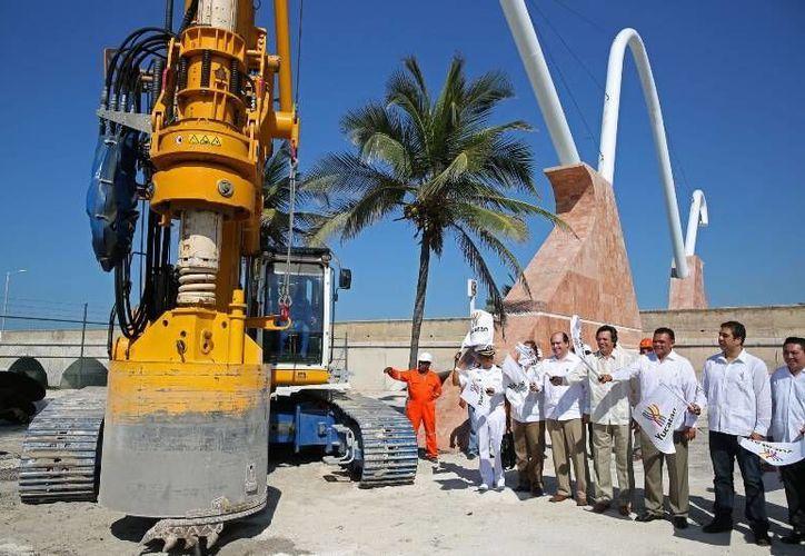 Ayer el Gobernador dio el banderazo de inicio de los trabajos de construcción del viaducto alterno al Puerto de Altura de Progreso. (Cortesía)