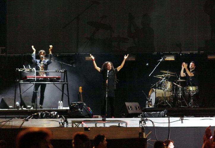 Integrantes de la banda Café Tacvba durante su presentación en el Corona Music Fest. (Christian Ayala/SIPSE)