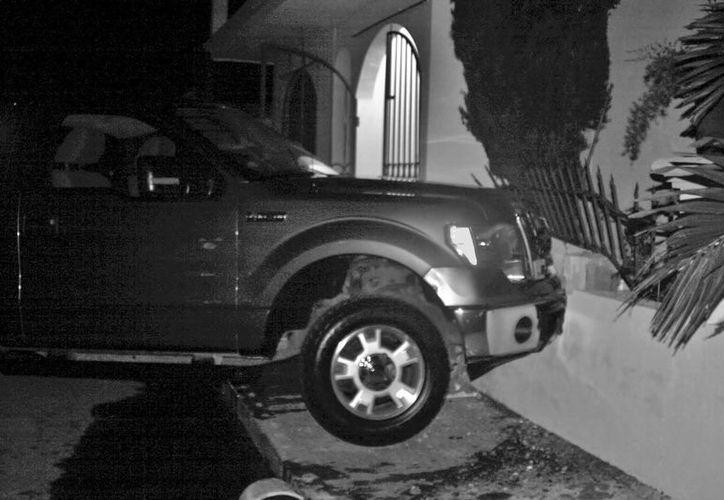 El hecho del pasado sábado, cuando un conductor estrelló su camioneta en una vivienda, fue omitido en el parte informativo. (Redacción/SIPSE)