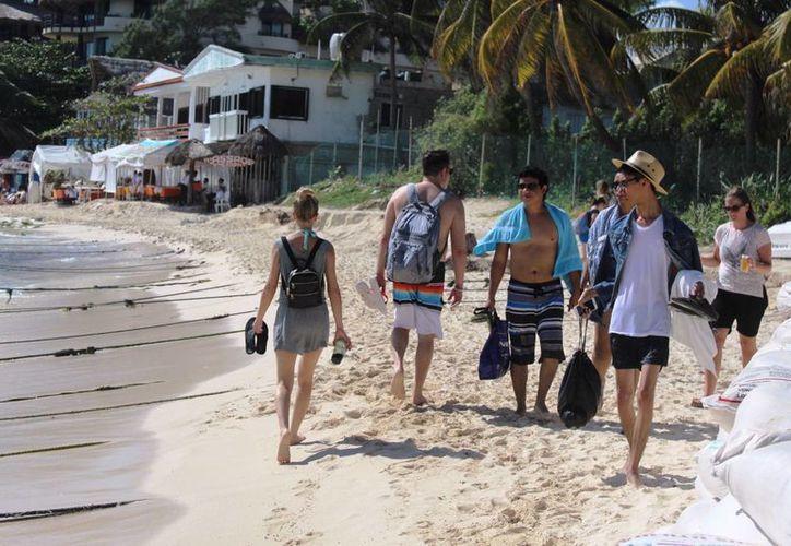 El turismo continuó con sus actividades ayer, a dos días de la balacera en el Blue Parrot en Playa del Carmen. (Octavio Martínez/SIPSE)